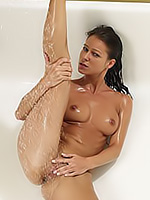 Go to Big Shower Free Pictures Gallerie